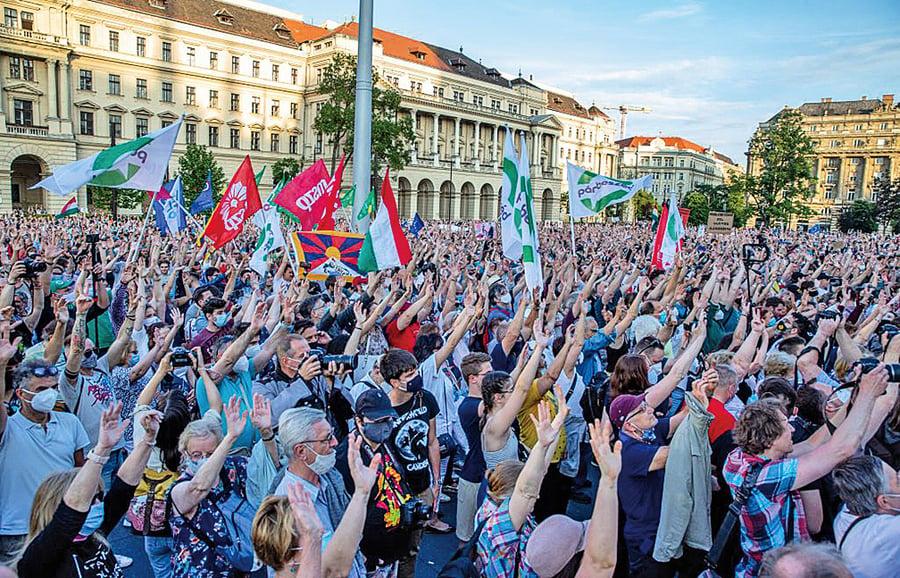 民眾示威後 匈牙利復旦大學建校計畫擬採公投決定