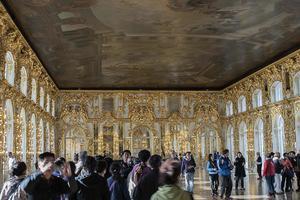 大陸遊客在俄皇宮大廳小便 震驚俄羅斯