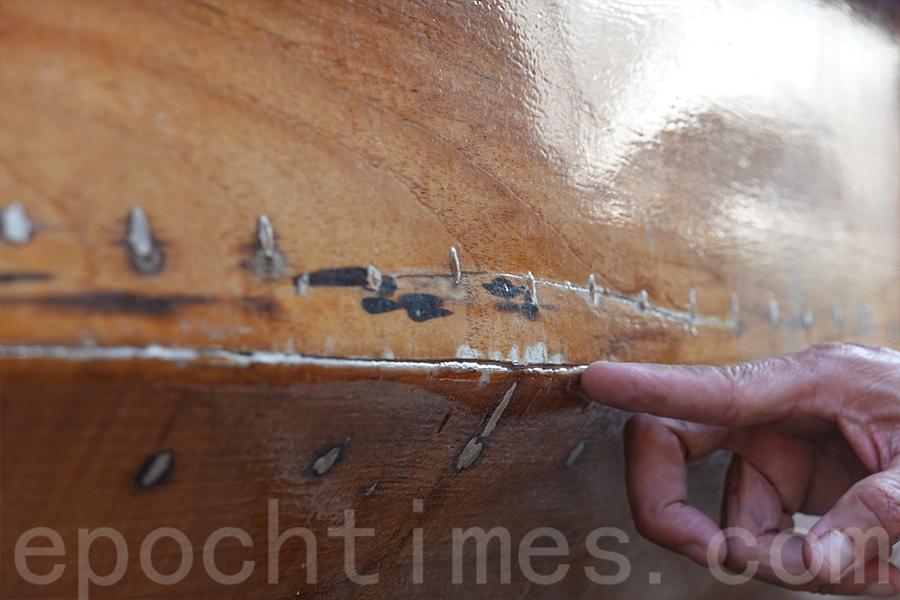 鑲嵌有釘子的位置特別要保養。(曾蓮/大紀元)