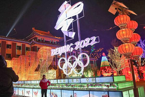 北京延慶冰雪節上展出的2022年北京冬奧會標誌。(Lintao Zhang/Getty Images)