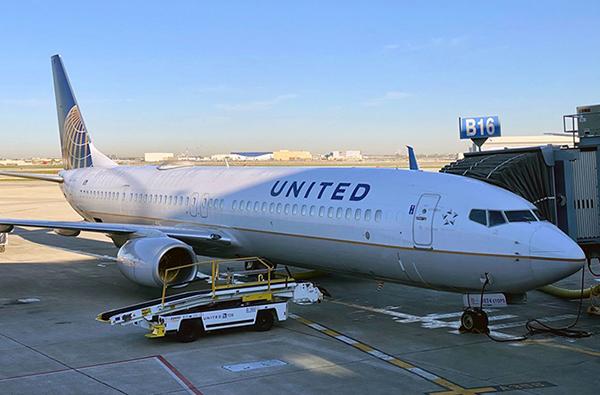 美旅客重返空中 三大航空迎招聘潮