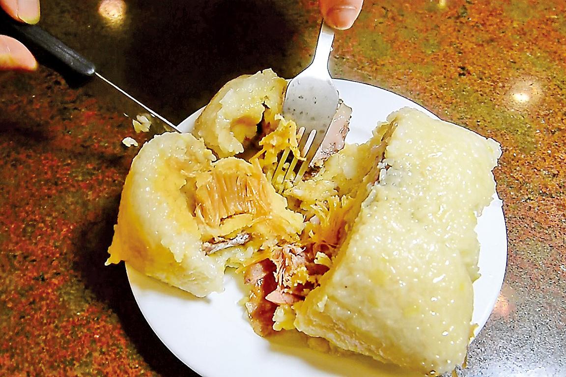 香港名點蒸鹹肉粽是一種豐富的雜粽。(宋碧龍/大紀元)