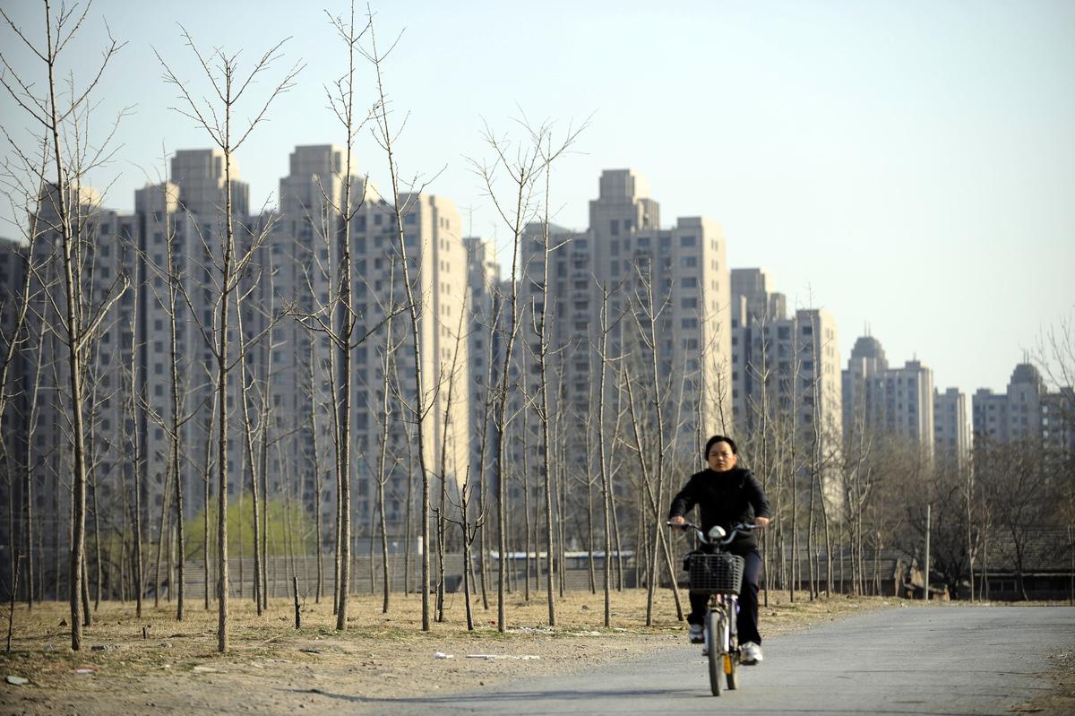 6月4日,中共財政部等四部門聯合宣佈中國土地出讓金等四項收入轉由政府中央徵收。(LIU JIN/AFP/Getty Images)