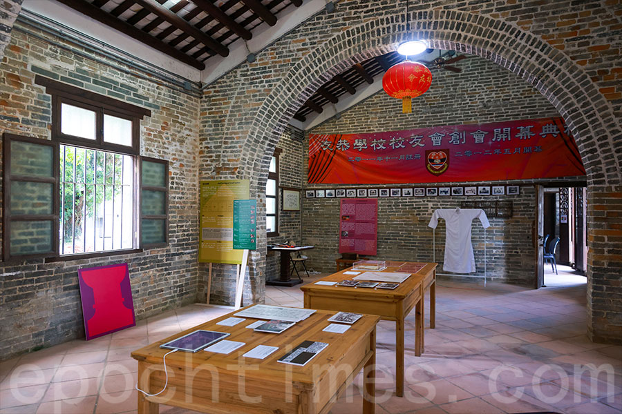 元朗友恭學校展場展出與廈村鄧氏有關的春秋二祭文化。(陳仲明/大紀元)