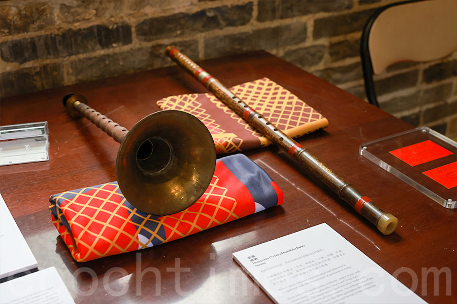 廈村鄧氏是新界的其中一個大族,保留了一些很傳統的春秋二祭祭禮,包括在祭禮上有樂手奏樂。(陳仲明/大紀元)