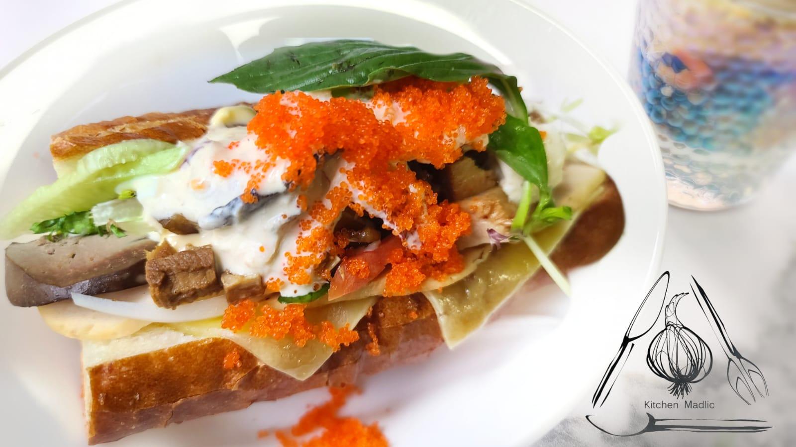 越式法包三文治配滷鴨肝豬肉碎日式鮑魚。(Kitchen Madlic提供)