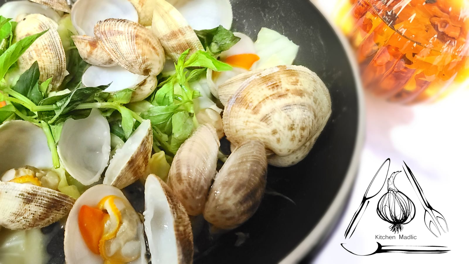 泰式香草魚露浸加拿大沙白。(Kitchen Madlic提供)