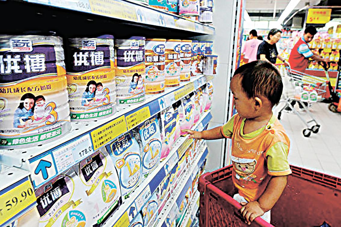 中共2021年5月31日宣佈「三孩生育政策」,開放一對夫妻最多可以生育三個孩子,引發中國民眾熱議。(STR/AFP via Getty Images)