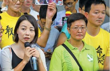多名候任立法會議員到場支持朱凱廸。(李逸/大紀元)