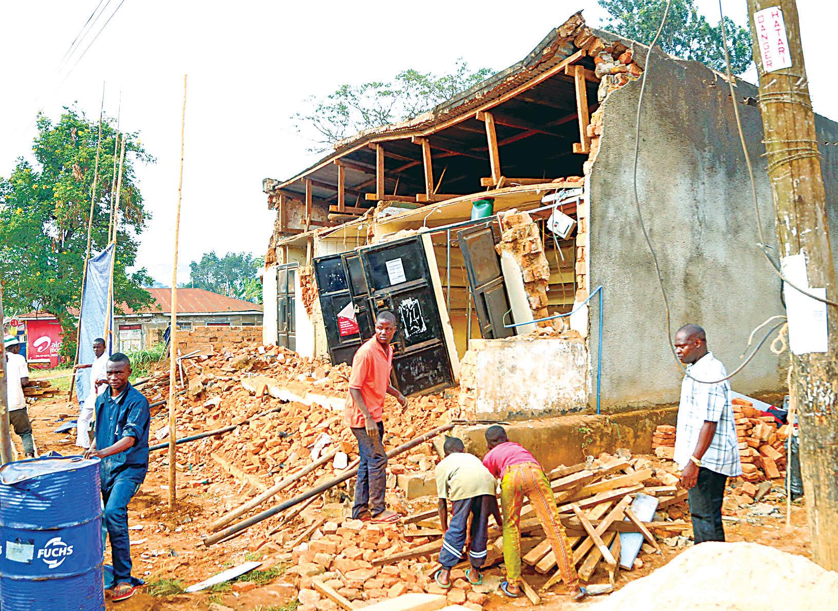 非洲坦桑尼亞發生黎克特制5.7級地震,大量房屋倒塌,造成至少13死203傷。(AFP)