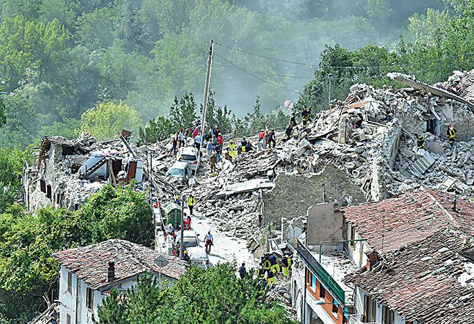 2016年各地造成大量損失的地震頻發。圖為意大利中部上月24日發生6.2級強震。(Getty Images)