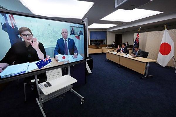 美國印太事務協調官坎貝爾表示,美國正尋求維護台海和平穩定的一致行動。日本與澳洲2+2會談聯合聲明首度強調台海穩定。圖為日澳視像2加2會談。(EUGENE HOSHIKO/POOL/AFP)
