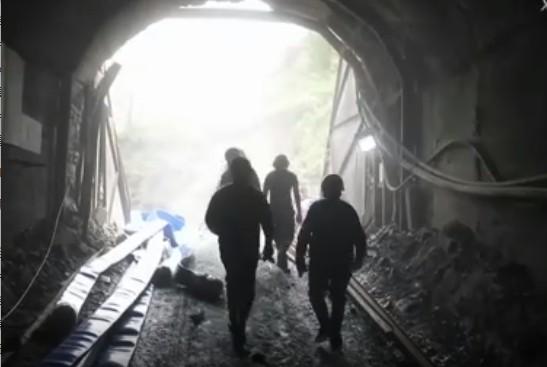 2021年6月10日中午,山西一鐵礦發生透水事故,13名礦工被困井下。(視頻截圖)