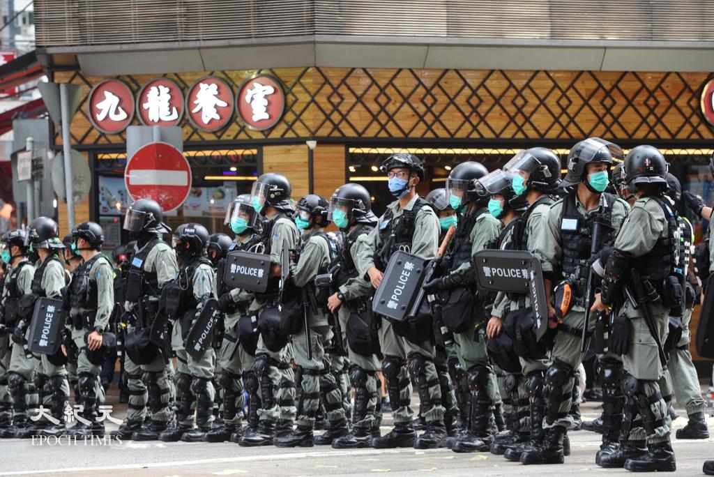 公務員事務局昨日(11日)表示,警務處職位有5671個空缺,辭職人數301人,是各部門中最多。而警隊報考人數較2019年前大跌3成半。(宋碧龍/大紀元)