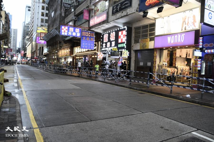612兩周年|警方拆欄杆換封鎖線  令市民啼笑皆非【組圖】