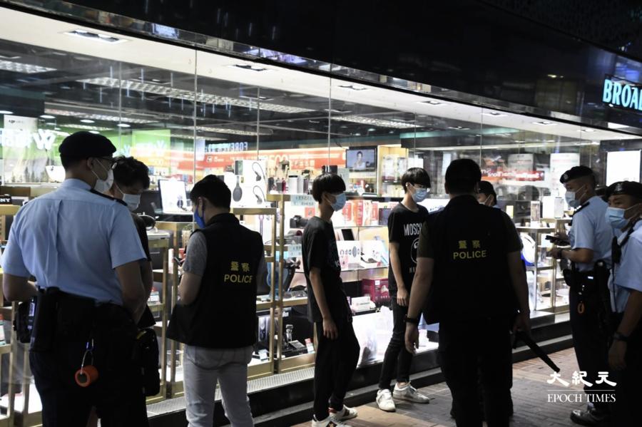 612兩周年|數百警察集結旺角豉油街 截查穿黑衫年輕人【組圖】