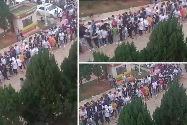 6月以來,在緬華人接到大陸發布的通告,實行集中返鄉。圖爲6月11日,在緬華人在楊龍寨-中國南傘口岸排隊回國場面。(受訪者提供)