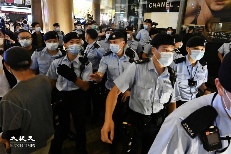 612兩周年|數百警察包圍朗豪坊山東街 截查數十名市民【組圖】