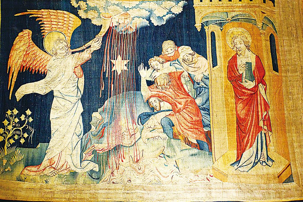 《啟示錄》壁毯,展示了「七天使吹七號」場景:隨著天使吹響第三號,有燒著的大星,好像火把從天上落下來,落在江河的三分之一,水因而變苦,就死了許多人。(維基百科)