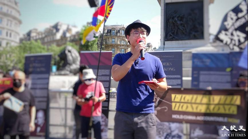 鄭文傑出席集會和遊行,並在特拉法加廣場發言。(文苳晴/大紀元)