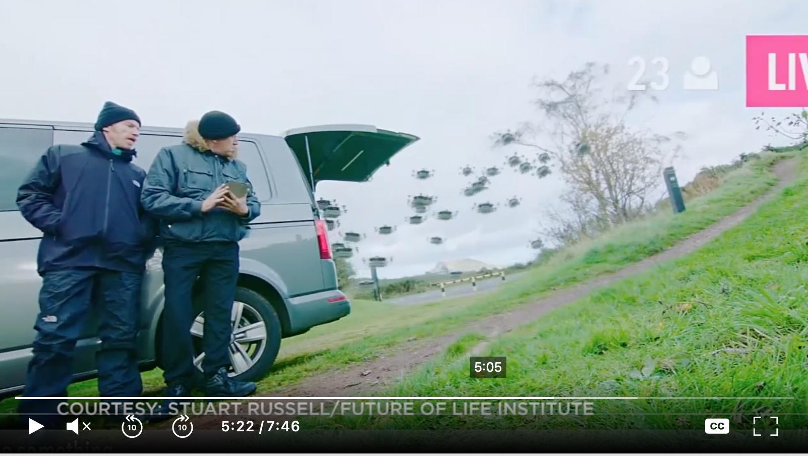 2017年11月,伯克利大學教授羅素(Stuart Russell)在聯合國特定常規武器公約會議上,展示了一個恐怖影片:一群類似科幻劇《黑鏡》(Black Mirror)中殺人蜂的小型機器人衝進課堂,通過人臉識別技術殺死了一群正在上課的學生。圖爲視頻中展示的小型殺人機器人。(視頻截圖)