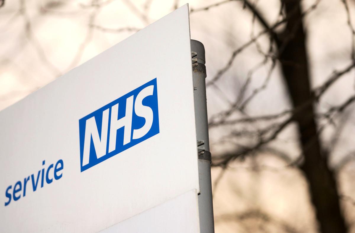 港人抵英後,註冊英國醫療保健服務NHS是生活中非常重要的一環。(Graeme Robertson/Getty Images)