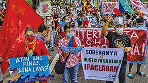 菲律賓獨立日 千人於中共使館前抗議
