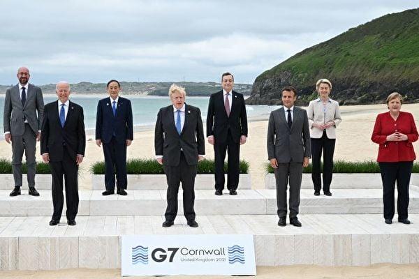 G7領導人和歐盟領導人在G7峰會召開首日留影。(LEON NEAL / POOL / AFP via Getty Images)