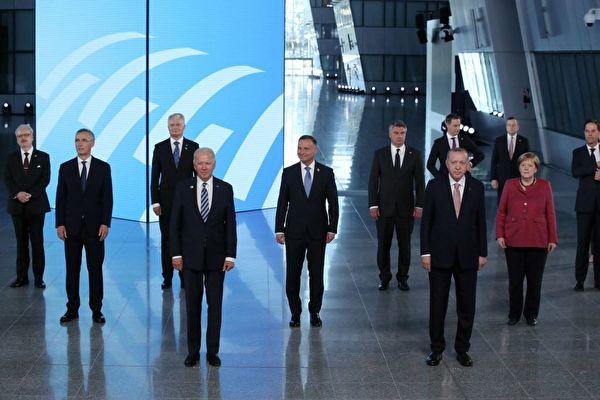 6月14日,美國總統拜登參加北約峰會。(YVES HERMAN/POOL/AFP)