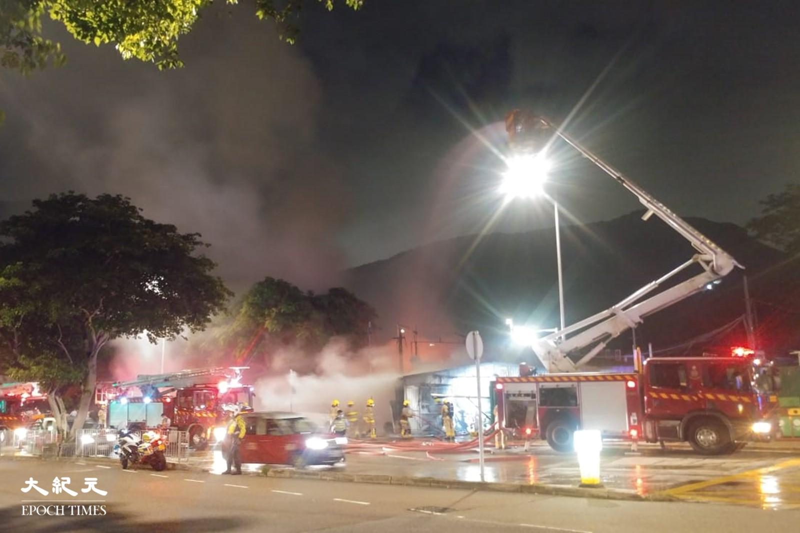 黃竹坑火警,據本報讀者報料指有10輛消防車出動。(讀者提供)