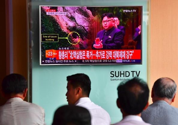 美韓宣佈北韓準備核試一個多月後,分析家說北韓豊溪里核試驗場已「準備好」核試約兩周後,北韓卻未引爆核彈。圖為去年9月9日,北韓進行了第五次核試,引發國際社會譴責和擔憂。(JUNG YEON-JE/AFP/Getty Images)