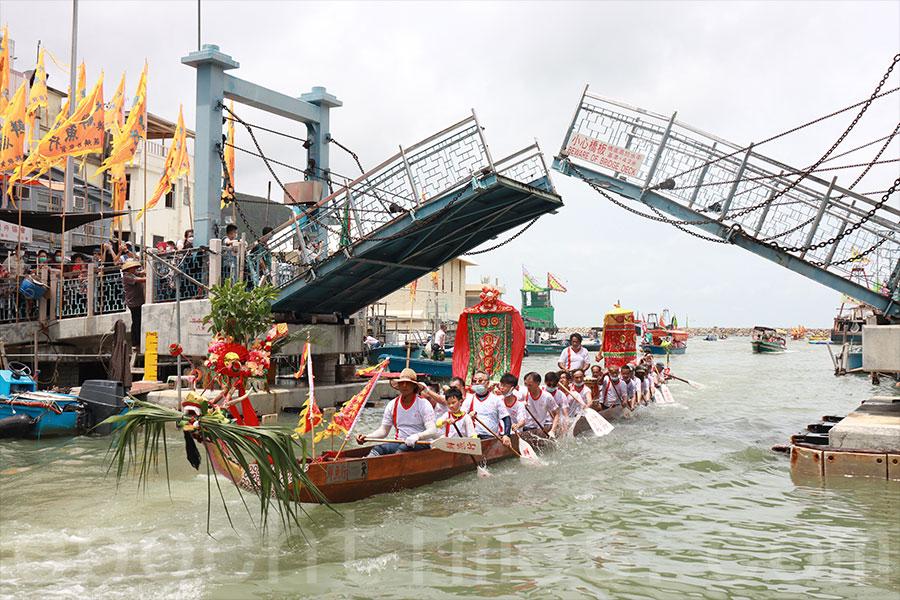 大澳端午龍舟遊涌的傳統有逾百年歷史,2011年列入第三批國家級非遺代表性項目名錄。(陳仲明/大紀元)