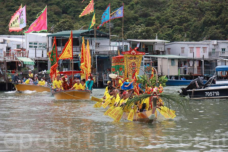 大澳端午龍舟遊涌是大澳的重要傳統,大澳人隆重其事。(陳仲明/大紀元)