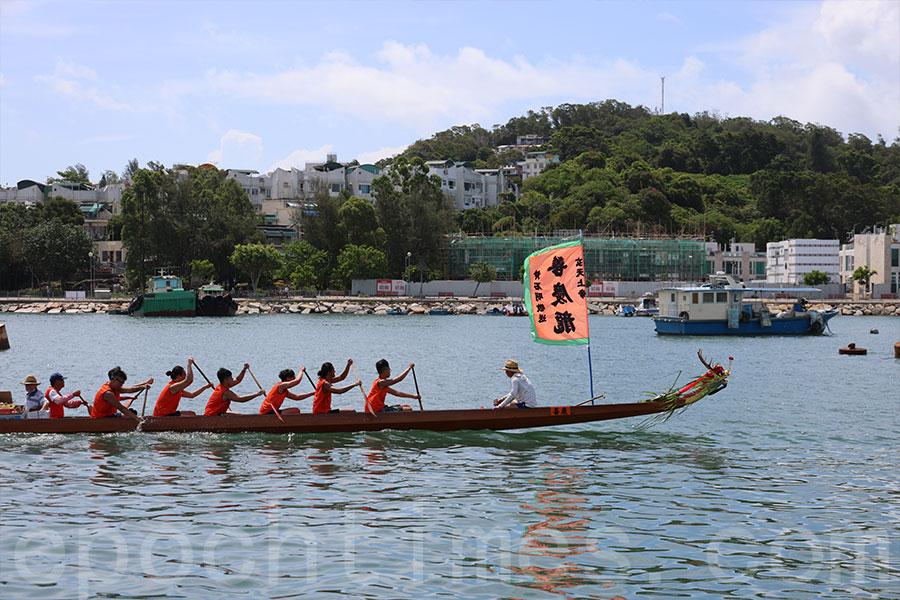 長洲端午遊龍是長洲一個重要傳統,不少人多年來持續參與其中。(陳仲明/大紀元)