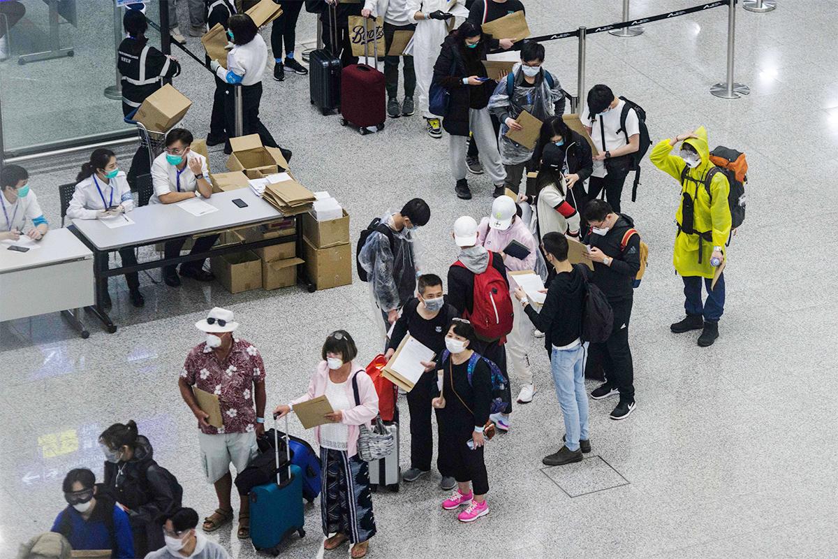 本港增2宗中共病毒確診輸入個案,患者均由印尼抵港。圖為香港國際機場資料圖。(ANTHONY WALLACE/AFP/Getty Images)