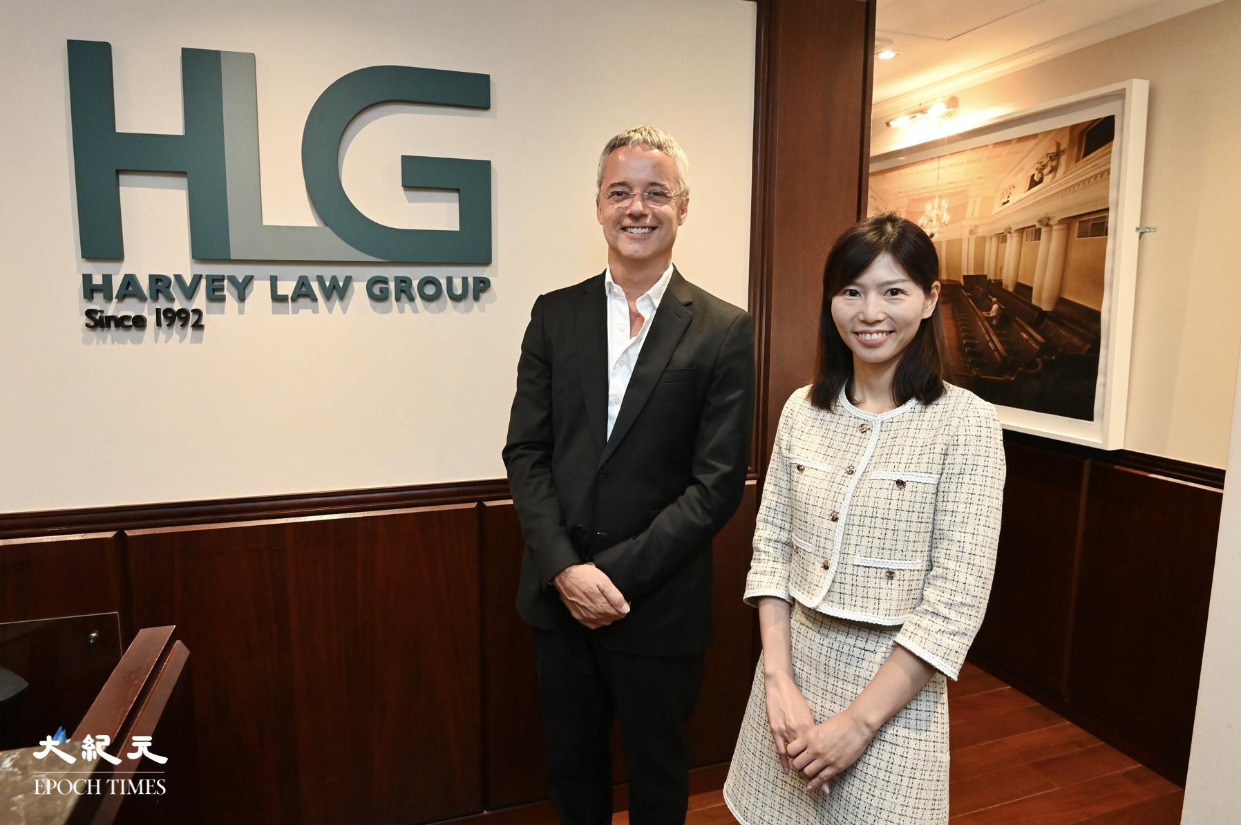 哈維法律集團全球管理合夥人Jean-François Harvey(左)於16日記者會表示,移民需求持續處於高位,且家庭客戶趨向年輕化。(宋碧龍/大紀元)