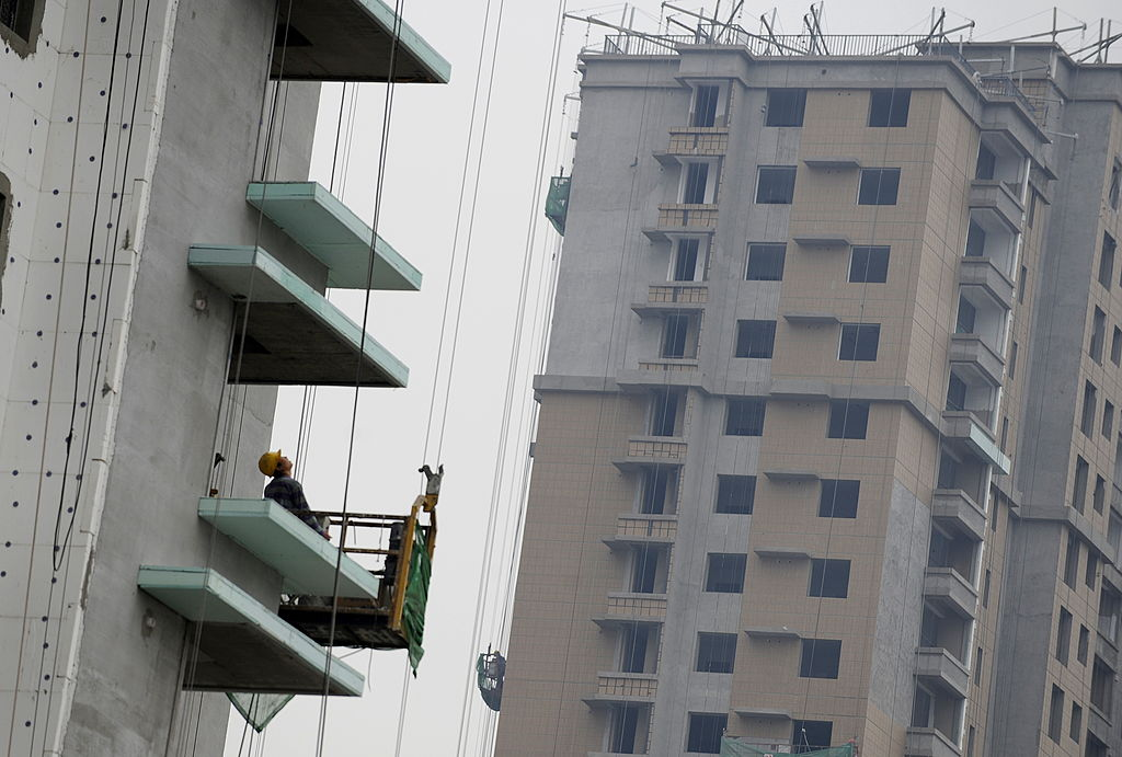 大陸今(6月17日)公佈70個大中城市住宅價格指數,二、三線城市繼續落後於一線,貧富懸殊正加劇。(LIU JIN/AFP via Getty Images)