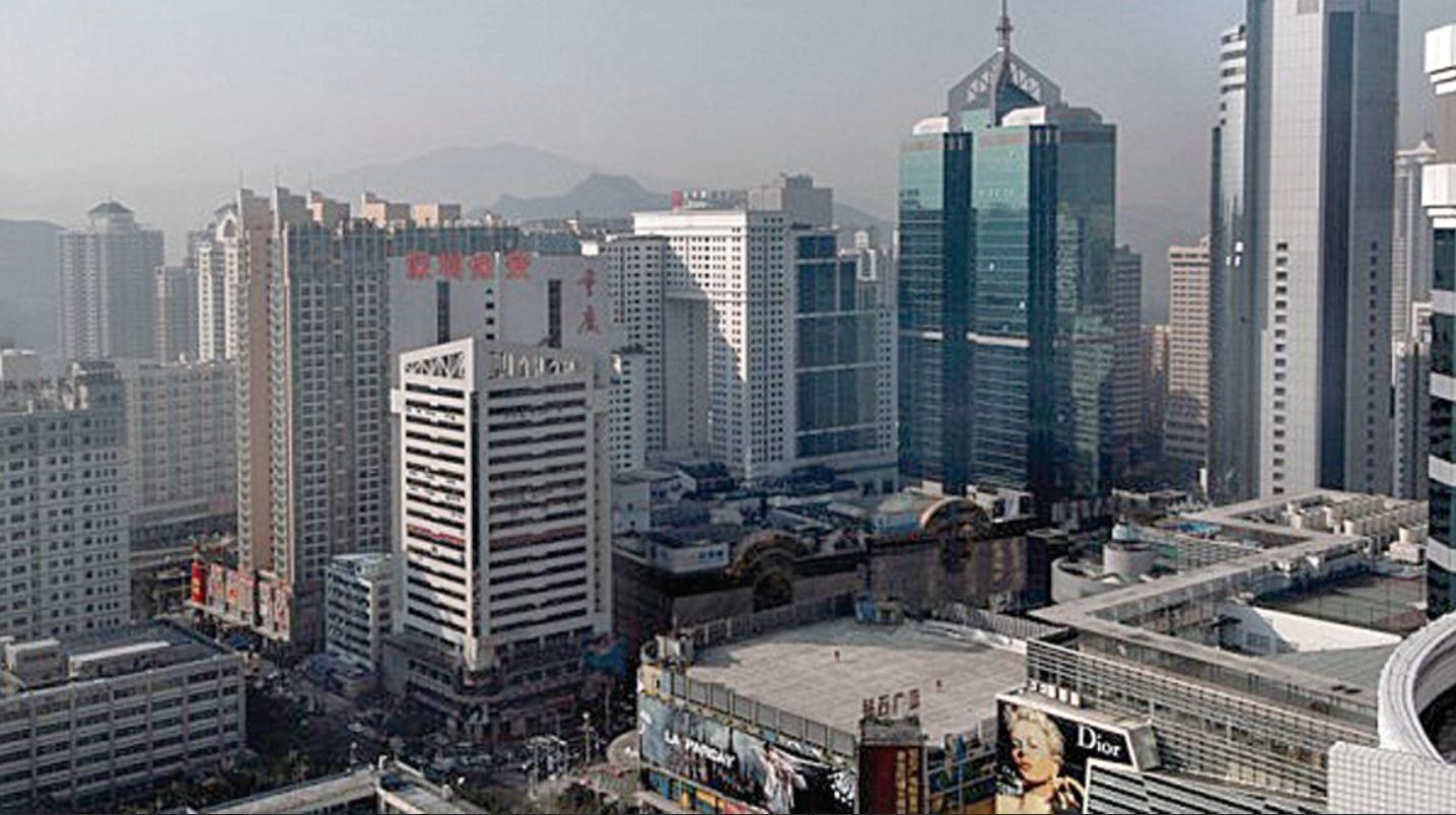 深圳樓市近期出現了降價甩賣仍無人問津的現象。圖為深圳樓房。(PHILIPPE LOPEZ / AFP)