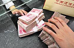中共央行貨幣政策委員會委員樊綱日前稱,中國政府會允許人民幣緩慢貶值,引來外界解讀。(Getty Images)