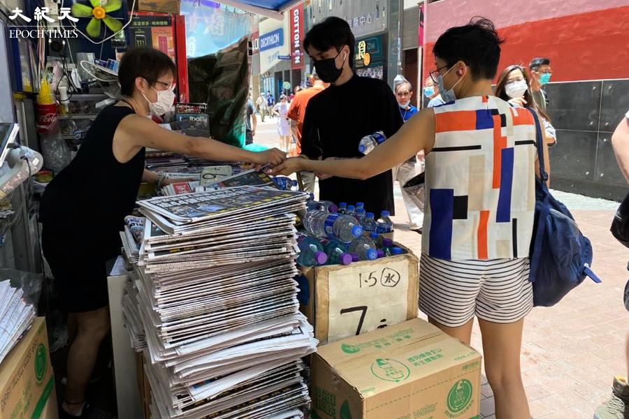 再搜蘋果|市民報攤爆買蘋果 余德寶:用行動支持仍在努力的香港人