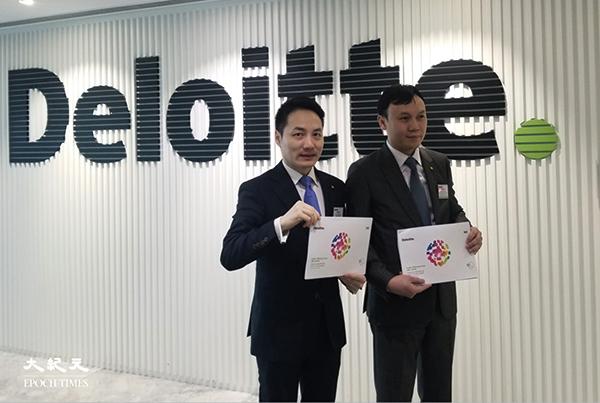 德勤發佈報告表示,2021年上半年IPO市場,香港交易所全球排名第三。圖為德勤華南區主管合夥人歐振興(左)與全國上市業務組華南區主管合夥人劉志健。(李曉彤/大紀元)