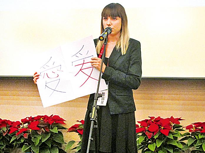 來自德國的葛晶星說,她大學讀視覺藝術系,因為漢字是象形文字,所以她想學中文,雖然台灣和大陸都講中文,但正體字較簡體字有涵意。( 大紀元資料圖片)