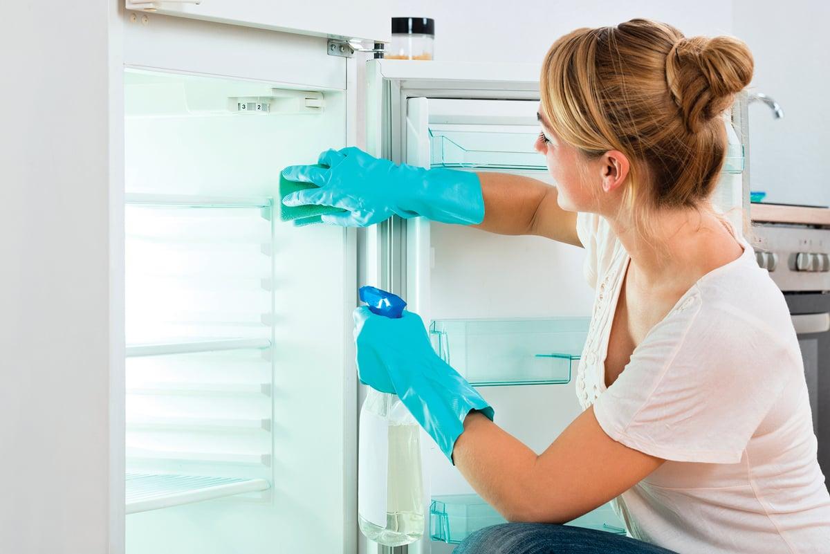 醋加水以1:1稀釋就可以用來清潔冰箱。