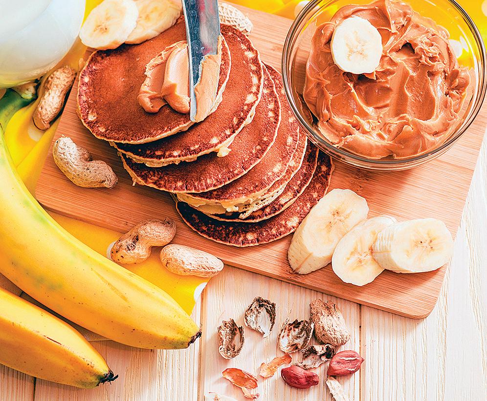 香蕉花生醬鬆餅取材簡單,配咖啡吃很適合。