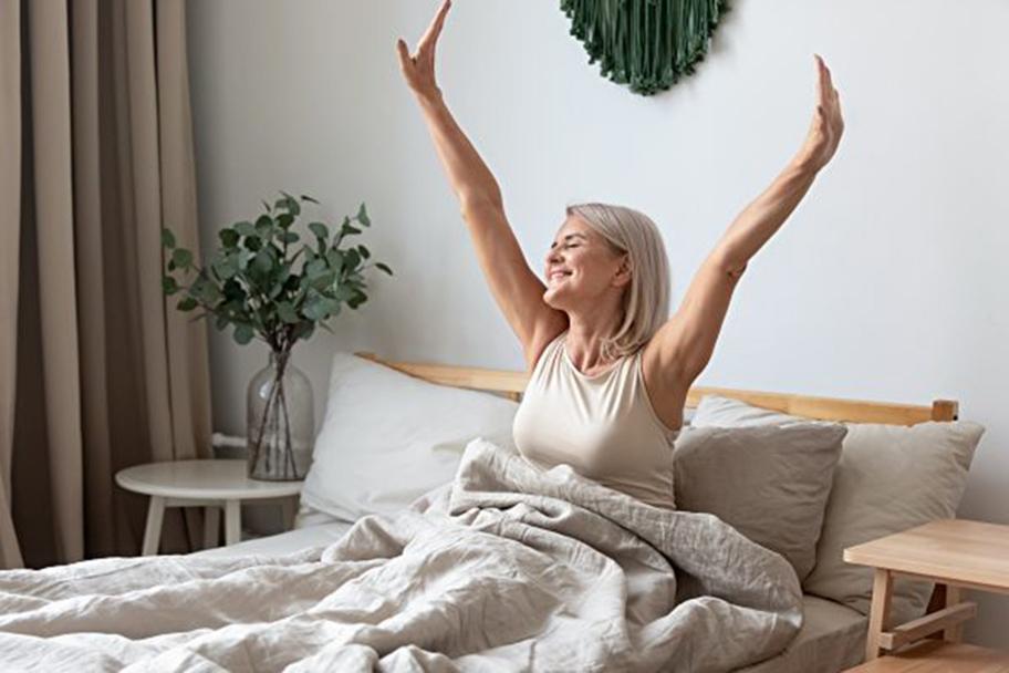 研究顯示,一個喜歡早起的人,患上抑鬱症的機率比較喜歡熬夜之人要小得多,同時他們的幸福感也較大。(Shutter Stock)