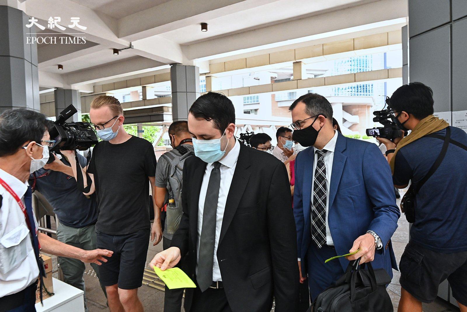 多國駐港領事館派員前往高等法院旁聽。(宋碧龍/大紀元)