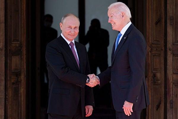 6月16日,美國總統拜登在瑞士會見了俄羅斯總統普京。 (BRENDAN SMIALOWSKI/AFP via Getty Images)