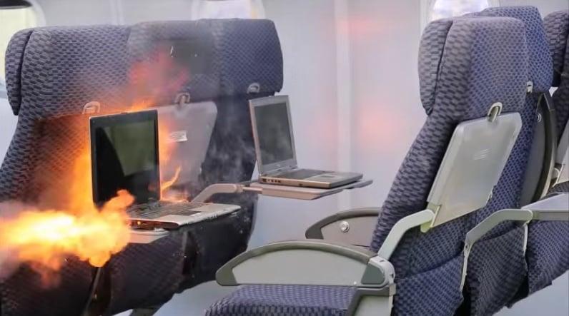 在飛機上可能發生電池起火的並不是只有三星Note7手機。(YouTube視像擷圖)