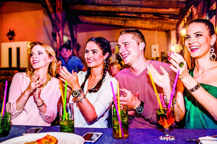 北美生活 每週的家庭酒吧聚會