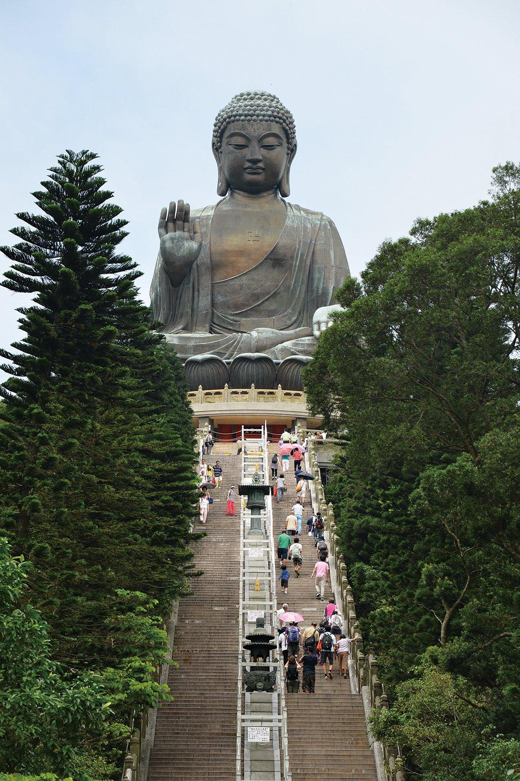 大嶼山上那尊守護香港的大佛。(大紀元圖片)